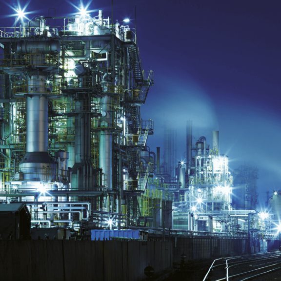 chemical-plant-night-400CMYK-quer.png